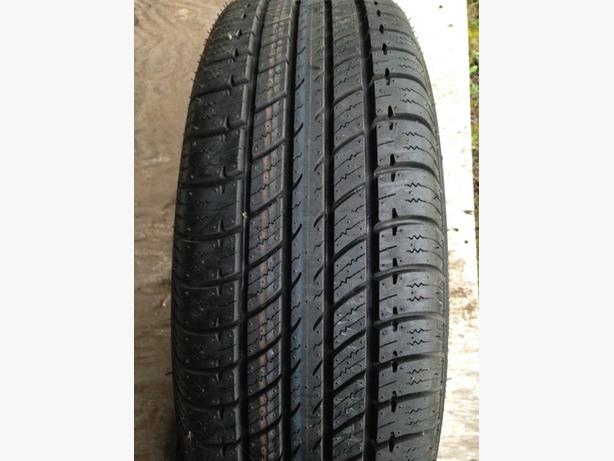 Pair of Uniroyal TigerPaw Touring 185/65R14 BRAND NEW