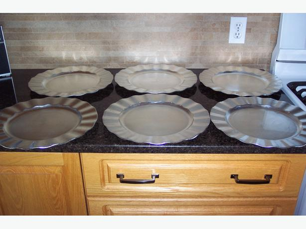 6 Silver Plastic Plates (under plates)
