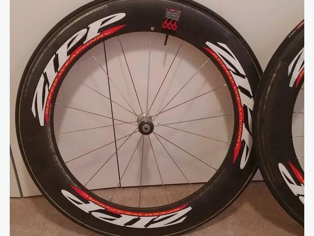 A set of Zipp 808 Race Wheels