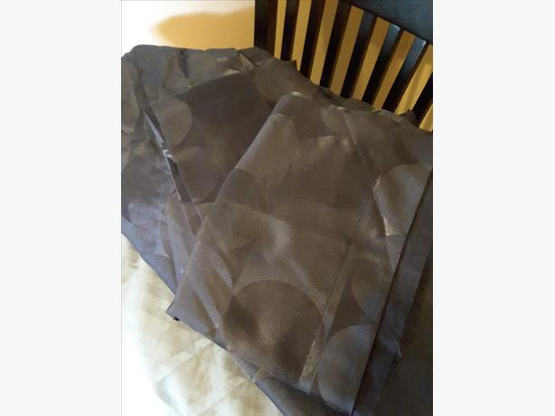 Navy blue queen duvet cover and two shams