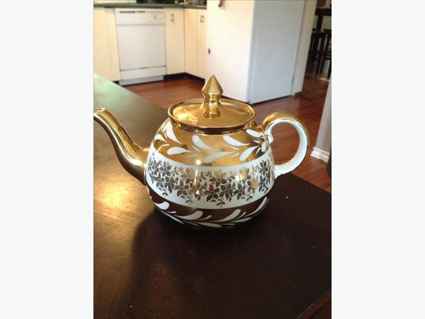 GIBSONS tea pot
