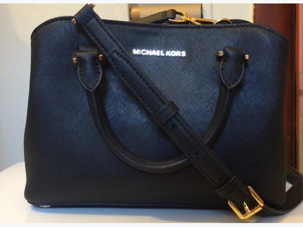 Authentic Michael Kors Savannah satchel