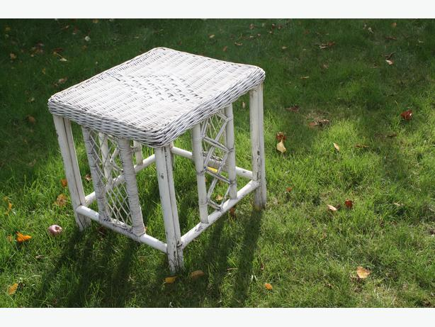 LOVE MY WHITE WICKER RATTAN TABLE $20