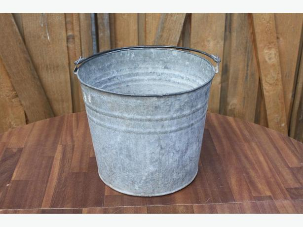 OLD MILK BUCKET SKUTTLE BUCKET $10