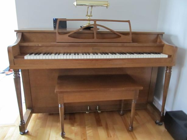 Piano for sale/Piano à vendre
