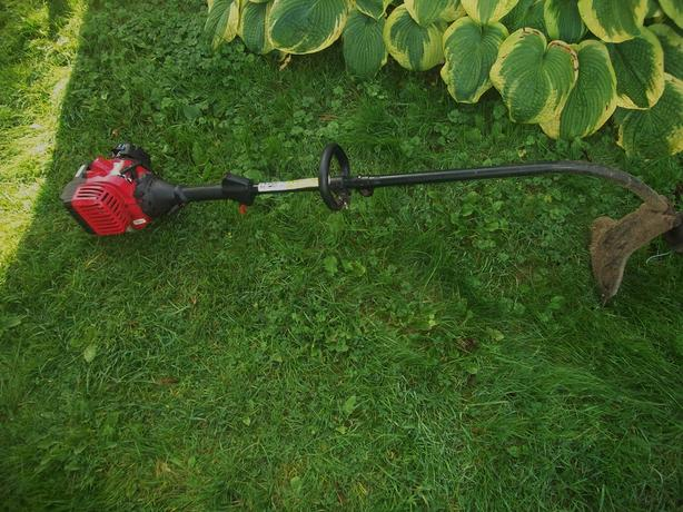 YARD MACHINES GAS LAWN TRIMMER WORKS GREAT