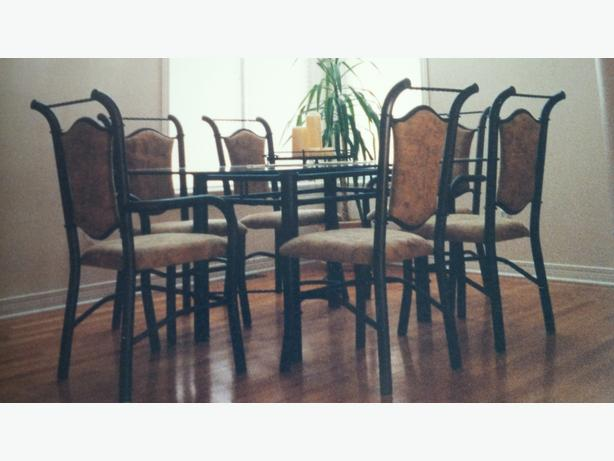 Beautiful Metal & glass dining table & chairs (6) Set