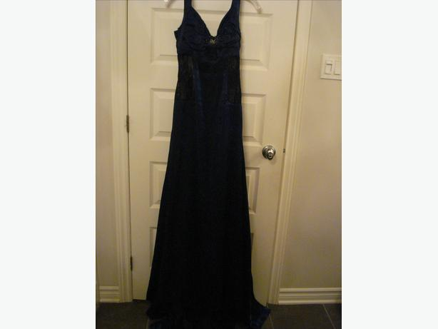 PROM OR EVENT DRESS SMALL