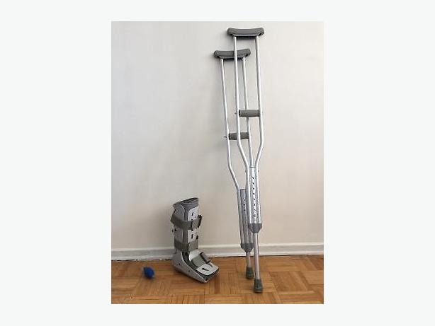 Aircast with Crutches, Excellent Condition
