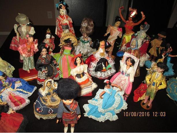 36 Collectible Dolls in National Costumes