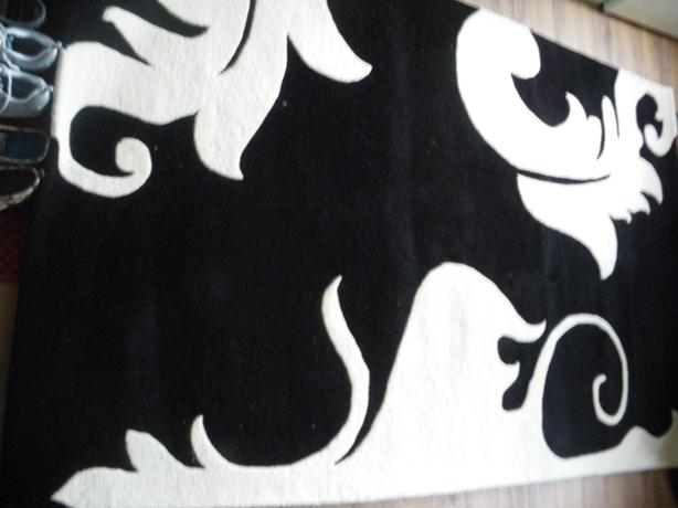 Very stylish black&white area rug