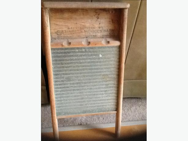 Vintage Canadian Woodenware Washboard