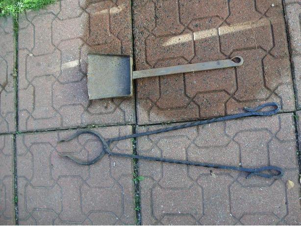 Log clamp & ash scoop