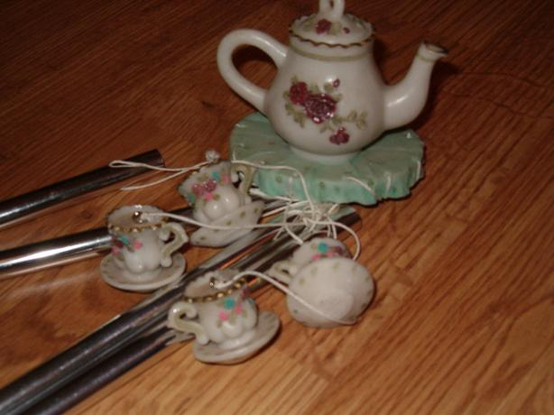 wind-charm tea with four cups