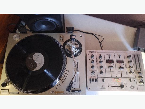 Turntable and Mixer for Sampling/Scratching