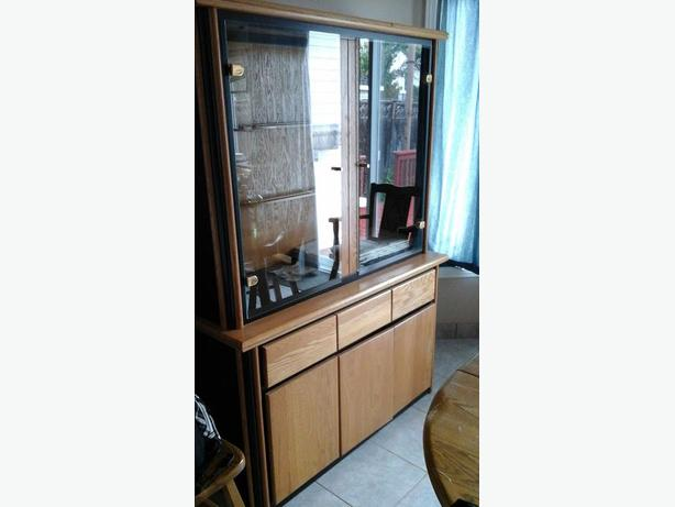 China cabinet / Vaisselier