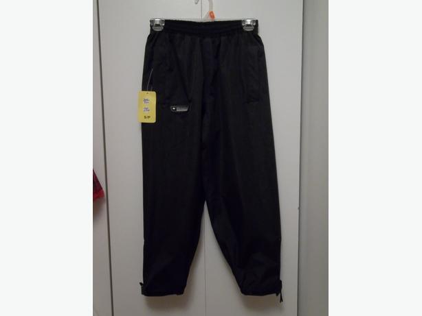 BRAND NEW WETSKINS BLACK PANTS (SPLASH PANTS) KIDS SIZE S/P