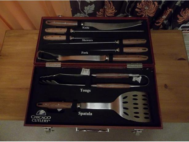 CHICAGO CUTLERY 8 PIECE BBQ GRILL SET IN WOOD BOX NEVER USED!