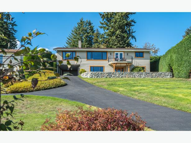 NEW PRICE Large Open Newly Reno'd Home w/Stunning views