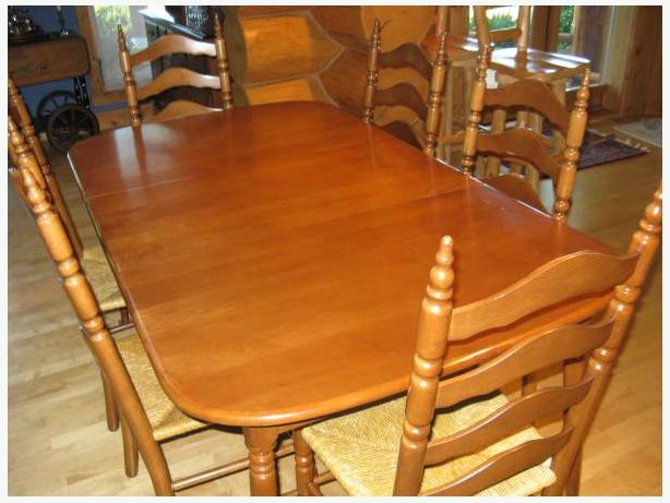 maple chairs and table. classic Vilas