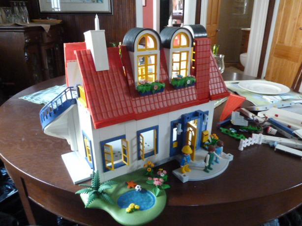 Playmobil house and accessories
