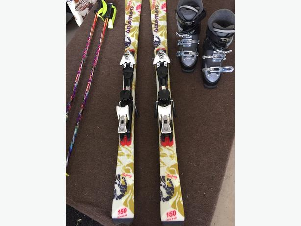 beautiful ladies saloman skis