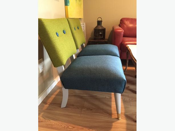 Adorable chairs and coffee table