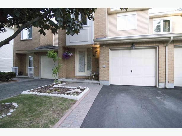 Updated Townhome Condo in great location ! 3 Bed, 4 Bath