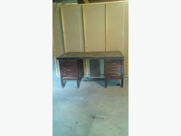 FREE: Old oak desk