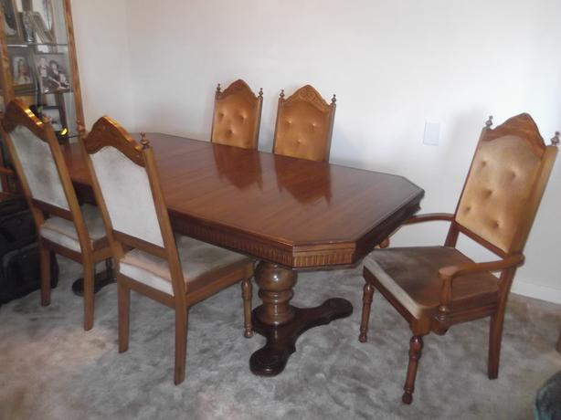 Dining rm table, buffet and hutch