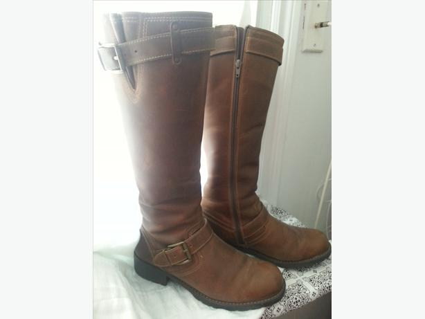 *Like-new* brown leather tallboots (Clarks), Size 9/9.5