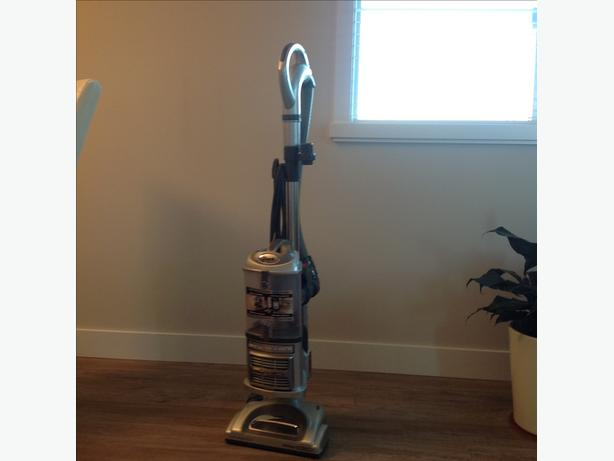 Shark bagless canister vacuum