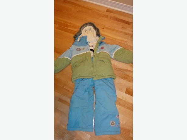 Deux par Deux snowsuit in size 5