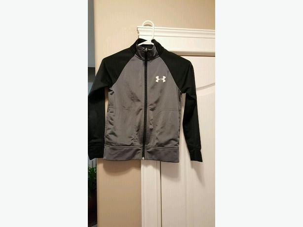 Boys Y/XS Under Armour Sweater.