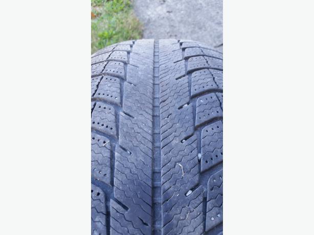 215/70/15 Michelin x-ice