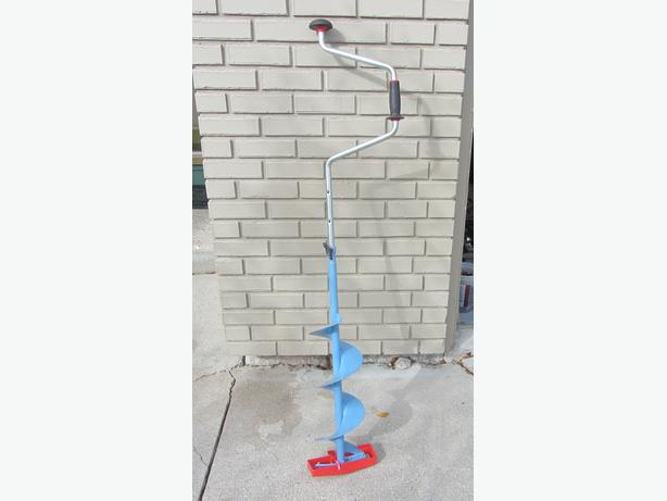 Normark 8 inch cut Swede bore manuel ice auger.