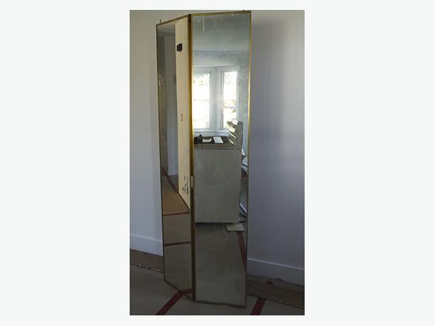 Bifold mirror door