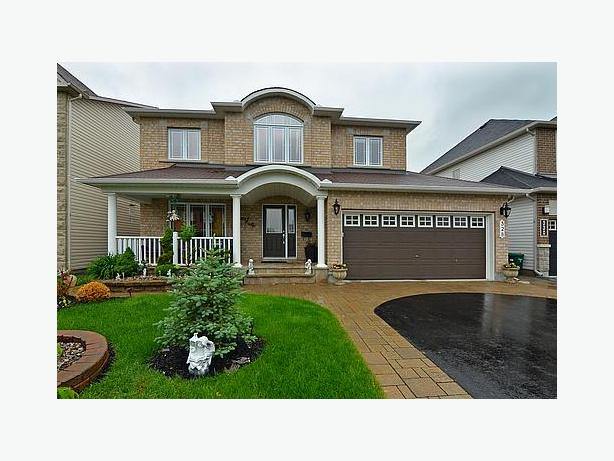 STUNNING 4 BEDROOM MINTO HOME IN ORLEANS!