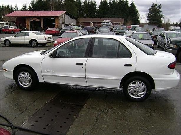 1998 Pontiac Sunfire SE sedan