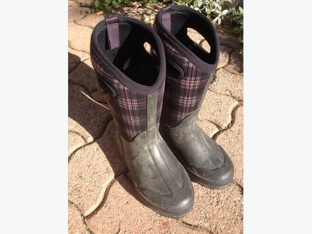 Boggs Brand Boots Girls Size 4