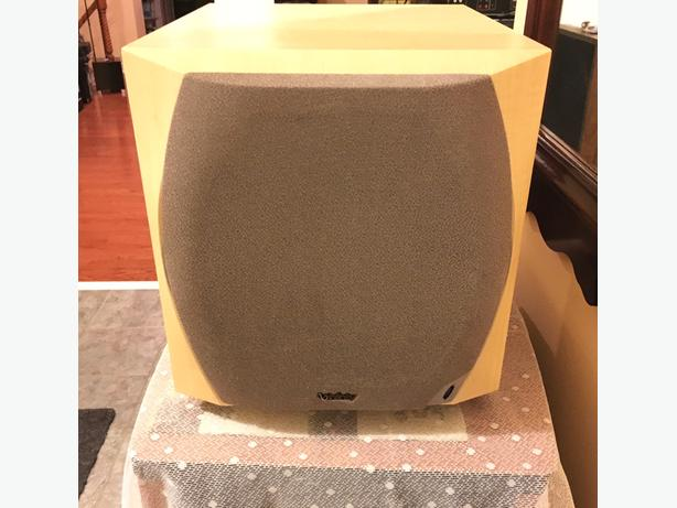 "Attractive Solid Infinity Interlude 10"" Active Subwoofer	IL 100S"
