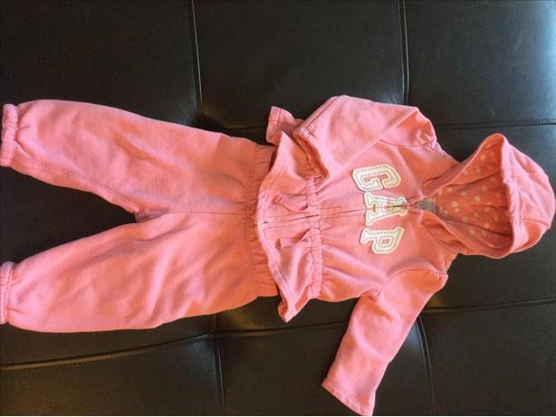 Baby Gap Sweatsuit Size 6-12 months