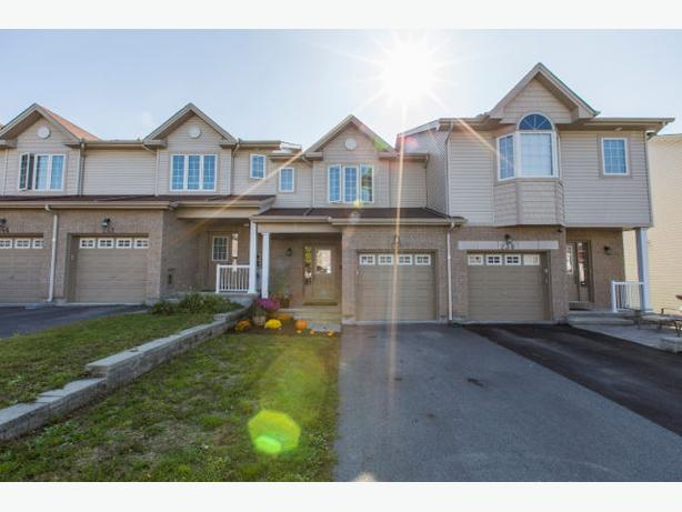 *HOT NEW LISTING!* Modern, Move-In Ready Freehold 16km From Downtown!