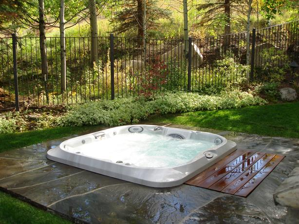 Jacuzzi Fall Special J-335