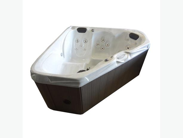 Year End Hot Tub Clearance Event - Go 616 Seats 3