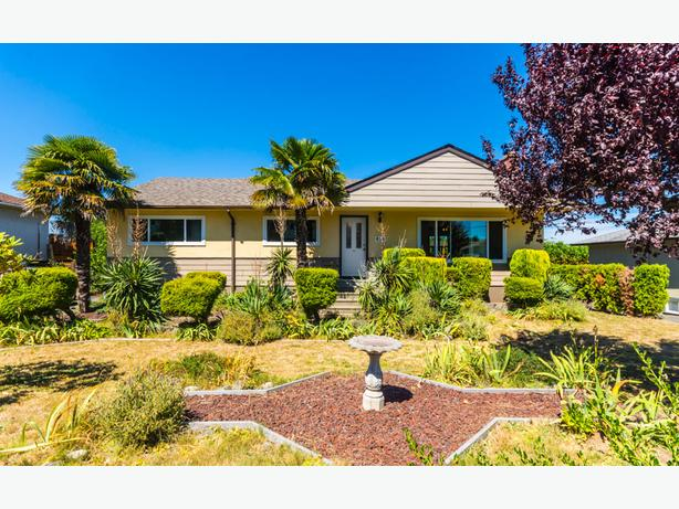 4-BD 2-BTH Renovated Oceanview Home in Desireable Brechin Hill!