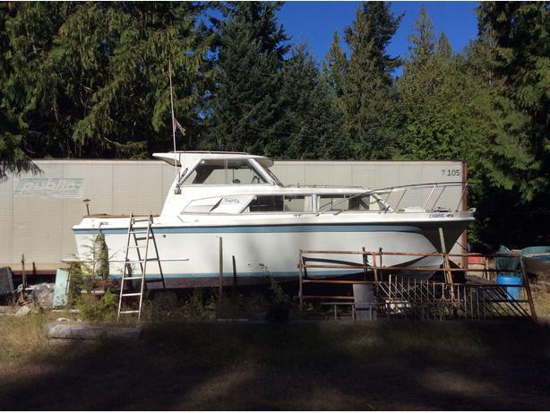 28' Uniflite boat