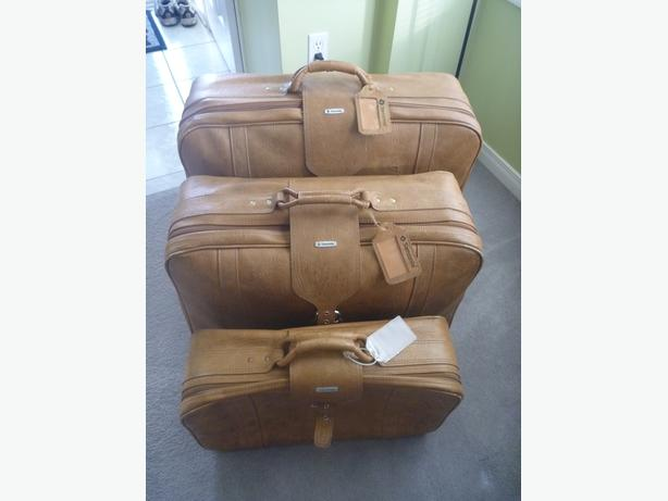 "Set of 3  ""leather"" Samsonite Suitcases"