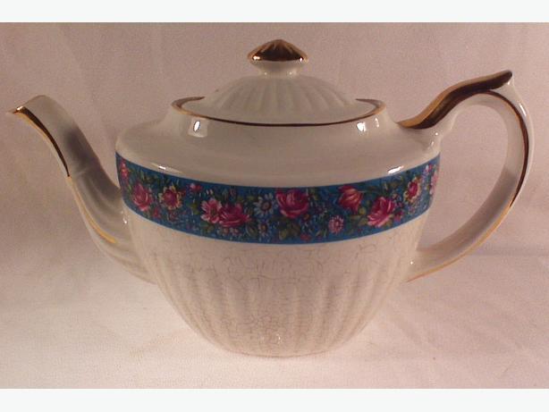 Gibson Georgian-style teapot