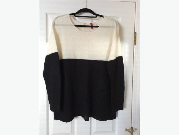Woman's black and white jumper